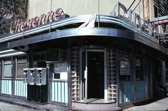 Gorgeous Photos Of New York's Classic Diners Before They Disappeared Forever Classic American Diner, American Dinner, Mix Use Building, American Life, Native American, Photo Archive, New Image, Old And New, 1990s