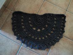 half circle t-shirt yarn crochet rug