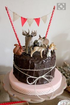 Woodland Party cake (The easy answer) Forest Party, Woodland Party, Woodland Cake, Beautiful Cakes, Amazing Cakes, Fingerfood Party, Snacks Für Party, Cute Cakes, 1st Birthday Parties