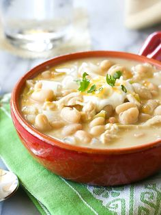 mom s White Chicken Chili is easy, creamy, and spicy. It can be made in the slow cooker or on the stove. I make my mom s White Chicken Chili every year for our Halloween Trunk or Treat. the-girl-who-ate- Creamy White Chicken Chili, White Chili, Crockpot White Chicken Chili, White Turkey Chili, Chili Recipes, Soup Recipes, Cooking Recipes, Cooking Chili, Chicken Recipes