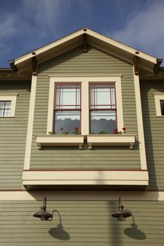 Trendy Exterior House Colors Craftsman Window - Home & DIY Craftsman Bungalow Exterior, Craftsman Windows, Cottage Exterior, Craftsman Style Homes, Craftsman Bungalows, Garage Windows, Red Windows, Craftsman Houses, Craftsman Trim