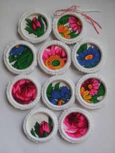 Mirela Mohjazi Handmade: Martisoare pe inele crosetate . Toate , pot forma ...