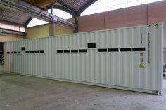 SOGECO containers, 40' HC allestito con aperture su lati lunghi, tetto e pavimento, per ospitare inverter e trasformatori che opereranno in Cile in un sito ad impianto solare.