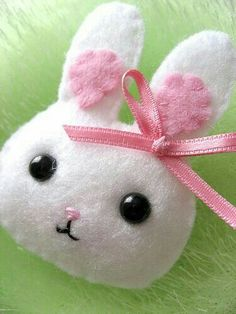 Just about the cutest little felt bunny!