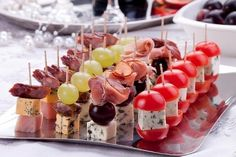 Holiday Appetizers, Appetizer Recipes, Holiday Recipes, Party Appetizers, Party Recipes, Toothpick Appetizers, Party Food Platters, Snacks Für Party, Food Decoration