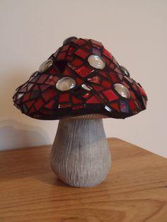 Mosaic mushroom for the garden