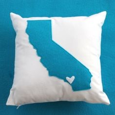 Easy, cute pillows to show off your favorite state (or states - this one is double sided!)  Will someone please make this for me?  I would like an Oregon, California, Idaho and Tennessee.  @Amanda Snelson