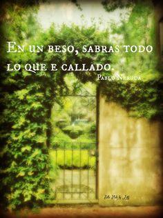 """En un beso sabrás todo lo que he callado./In a kiss, you will know everything that I have kept quiet."""