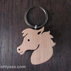 Porte-clés en bois massif cheval en chantournage