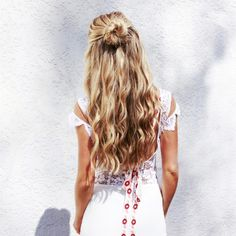 "Cara McLeay on Instagram: ""Undone Beach Waves 〰 @shopafashionloveaffair #XOStyling #AFLAHair"""