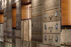 Design Detail – The wall behind this hotel's check-in desk is made of luggage Hotel Lounge, Lobby Lounge, Hotel Lobby, Hotel Reception, Reception Design, Visual Merchandising, Bentley Hotel, Tea Room Decor, Compound Wall Design