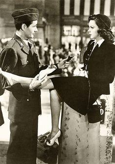 Robert Walker and Judy Garland in the romantic drama The Clock. Directed by Vincente Minnelli (1945)