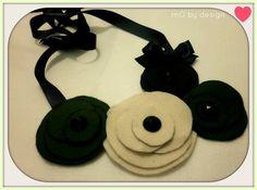 Colar feito à mão, materiais usados, feltro, fita cetim preta, detalhe do lado com uma lacinho. feito sob encomenda. R$45,00