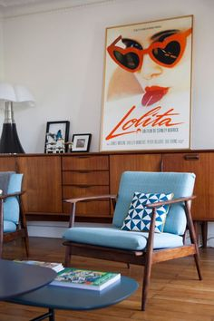 Whoa Retro home decor ideas - Super Excellent ways. retro home decor ideas living spaces wonderful tip number 7364519713 produced on this day 20190329 Retro Living Rooms, Living Room Designs, Living Room Decor, Dining Room, Dining Chairs, Vintage Modern Living Room, Living Spaces, Dining Table, Photo Deco