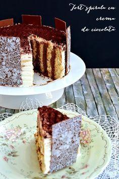 Tort spirală cu două creme: ganache de ciocolată neagră şi albă. Un tort delicios şi elegant, potrivit pentru o aniversare sau o masa de sarbatoare. Romanian Desserts, Romanian Food, Tiramisu, Sweet Treats, Caramel, Sweets, Gem, Ethnic Recipes, Cakes
