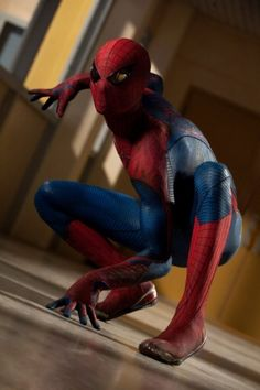 Spiderman faces a much larger Lizard at the school's hallway. A scene from The Amazing Spiderman (2012).