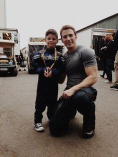 chris evans... This is the stuff that makes you love this guy. THE BIGGEST HEART in Hollywood!!!