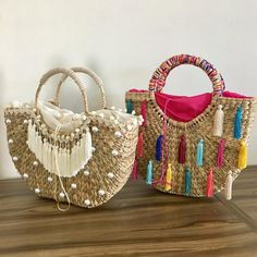 Diy Bags Purses, Diy Purse, Pom Pom Purse, Ethnic Bag, Spring Bags, Diy Fashion Accessories, Straw Handbags, Jute Bags, Boho Bags