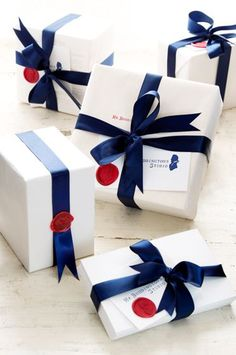 Any excuse to get out the wax & stamp! Wrapping Ideas, Creative Gift Wrapping, Creative Gifts, Elegant Gift Wrapping, Wrapping Gifts, Craft Gifts, Diy Gifts, Holiday Gifts, Christmas Gifts