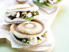 RECEPT: Tosti met feta en rozijntjes Low Calorie Recipes, Healthy Recipes, Feel Good Food, Recipe Images, Appetizers For Party, Feta, Brunch, Food And Drink, Cooking Recipes