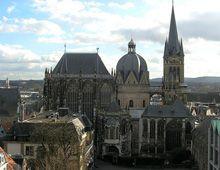 Dom van Aken, gebouwd op bevel van Karel de Grote en waarin hij begraven is © Redeye flight