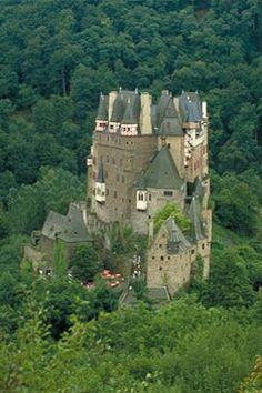 http://wwweducacionalnet4.cdn.educacional.com.br/imagens/reportagens/arquitetura/Corel-2-382082-Eltz-castelo.jpg