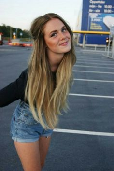 Light Brown to Blonde Ombre Hair.  So i think im gonna have to do my hair like this! Love it!