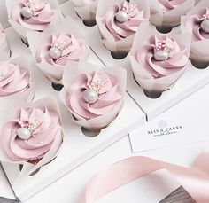 Fancy Cupcakes, Pretty Cupcakes, Beautiful Cupcakes, Small Cupcakes, Cupcake Cake Designs, Cupcake Icing, Cupcake Cookies, Frosting, Cute Desserts