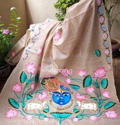 Saree Painting Designs, Fabric Paint Designs, Hand Painted Sarees, Hand Painted Fabric, Fabric Painting On Clothes, Painted Clothes, Onam Saree, Kalamkari Saree, Pichwai Paintings