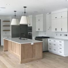 59 Designing a Modern Farmhouse Kitchen with a Black Farmhouse Sink ~ Best Dream House Black Farmhouse Sink, Modern Farmhouse Kitchens, Home Kitchens, Beautiful Houses Interior, Up House, Custom Homes, Home Remodeling, Kitchen Decor, Kitchen Ideas