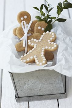 la petite cuisine: so british: gingerbread people and christmas stockings Gingerbread Man Cookies, Christmas Gingerbread, Noel Christmas, Christmas Goodies, Christmas Treats, Christmas Baking, Simple Christmas, White Christmas, Gingerbread Men