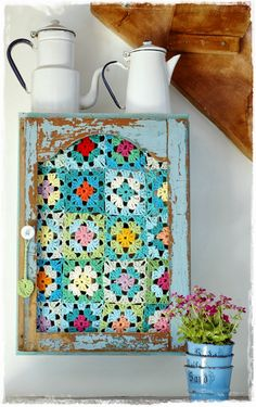 Vintage crochet granny squares insert + Old wood chippy aqua cabinet project + DIY + Upcycle + Vintage Enamel + Beachy Cottage Kitchen Decor + Shabby. Crochet Home, Love Crochet, Crochet Granny, Beautiful Crochet, Diy Crochet, Yarn Crafts, Diy Crafts, Deco Boheme, Granny Chic
