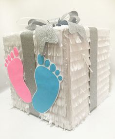 Gender Reveal Gift Box Pinata with Footprints by Theperfectpinata Gender Reveal Pinata, Gender Reveal Gifts, Gender Reveal Party Decorations, Baby Gender Reveal Party, Gender Party, Baby Shower Party Games, Baby Party, Baby Shower Themes, Party Fiesta