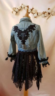Recycelte Boho Jacke Größe Hippie Stevie Nicks Fee This year, bright stones, pea. Stevie Nicks, Denim Fashion, Boho Fashion, Fashion Outfits, Diy Kleidung, Diy Vetement, Mode Jeans, Denim Ideas, Denim Crafts