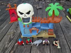 Matchbox Mattel Buried Treasure Adventure Playset with Figurines #Matchbox