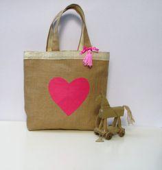 Handmade jute tote elegant bag applique pink heart por Apopsis