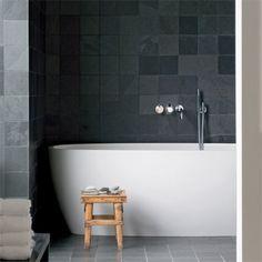 Grey Bathroom / Une salle de bain grise en pierre