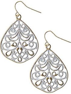 When I went natural, I started wearing dangle and chandelier earrings. I have a teeny collection at the moment full of pretty shiny ones like these ones. Family Jewels, Cool Style, My Style, Teardrop Earrings, Big And Beautiful, Chandelier Earrings, Filigree, Piercings, Dangles