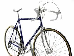 https://flic.kr/p/mVFho8 | BATTAGLIN Rennrad | BATTAGLIN Rennrad. Ein von der italienischen Edelschmiede Battaglin handgefertigter Rahmen (NOS). Ein wunderschönes klassisches Traumrad aus Stahl (Aero Rahmen), mit Campagnolo Super Record Ausstattung und Mavic GP 4 Laufrädern (NOS). Wie aus dem Verkaufsraum von damals. www.steeldram-bikes.de