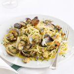 Mettiti alla prova nella preparazione di un piatto tradizionale, semplice e dal gusto raffinato come gli spaghetti alle vongole di Sale&Pepe.