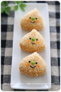 【栗くんおにぎり】 | Mai's スマイル キッチン Japanese Food Art, Japanese Kids, Onigirazu, Kawaii Cooking, Bento Recipes, Bento Box Lunch, Food Decoration, Cute Food, Kids Meals