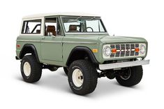 Ford Bronco Coyote Restoration Silicon Valley Modernizes a Classic – Cars is Art Classic Bronco, Classic Ford Broncos, Ford Classic Cars, Classic Chevy Trucks, Chevy Classic, Classic Auto, Car Ford, Ford Trucks, Lifted Trucks