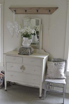 Shabby chic dresser & decor