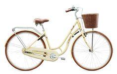 Модель Mariehamn – ещё один женский велосипед с очень удобной низкой рамой и защищённой цепью, что позволяет кататься в любой одежде, даже в широких длинных брюках. На заднем колесе имеется сеточка для ещё большего удобства катания в разлетающихся платьях. В комплект данной модели входит багажник и корзинка. Он также оборудован планетарной системой передач. В передней втулке вмонтирована динамо-машина, что позволяет гореть галогеновым фонарикам.