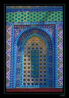 This photo from Jerusalem, Yerushalayim is titled 'Dome of the Rock'. Islamic Architecture, Art And Architecture, Architecture Details, Arabesque, Rock Tile, Dome Of The Rock, Turkish Design, Mosaic Tiles, Mosaics