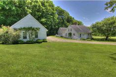 LEDGE HOUSE: A charming, traditional Cape on desirable Galaxy Hill Road. The house and barn sit peacefully in beautiful country setting with a sunny, southern exposure in the Pomfret Hills. The ori…