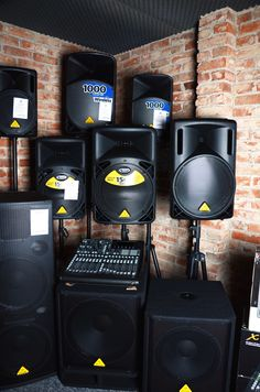 Showroom nagłośnieniowy i sprzęt Behringer