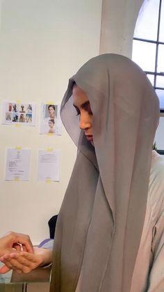 Stylish Hijab, Modest Fashion Hijab, Modern Hijab Fashion, Street Hijab Fashion, Islamic Fashion, Hijab Fashion Inspiration, Muslim Fashion, Teen Fashion, Simple Hijab Tutorial