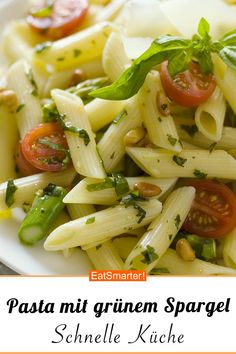 Schnelles Rezept: Pasta mit grünem Spargel, Tomaten und Pinienkernen – smarter … Quick recipe: pasta with green asparagus, tomatoes and pine nuts – smarter – calories: 504 kcal – time: 25 min. Quick Vegan Meals, Quick Dinner Recipes, Vegetarian Recipes, Healthy Recipes, Vegan Stuffed Peppers, Stuffed Pepper Soup, Pasta Recipes, Chicken Recipes, Mushroom Soup Recipes