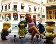 """""""Paren el mundo, que me quiero bajar"""". ¿Sabías que esta frase es de #Mafalda?   Si vas a #BuenosAires la encontrarás en un banco del barrio de #SanTelmo. Su estatua forma parte del recorrido llamado 'Paseo de la Historieta', en el que puedes conocer a los grandes personajes de cómic y dibujos de #Argentina. ¿Hay alguna frase que te guste especialmente de ella?   #bcntb #cyltb"""